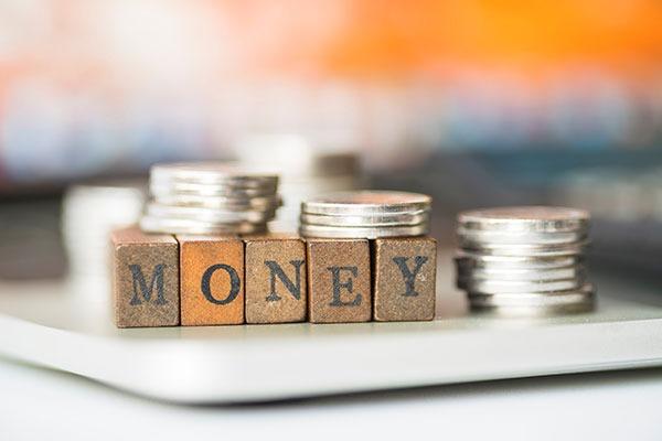 Gửi ngân hàng hay mua bảo hiểm nhân thọ để tiết kiệm cho tương lai ảnh 3